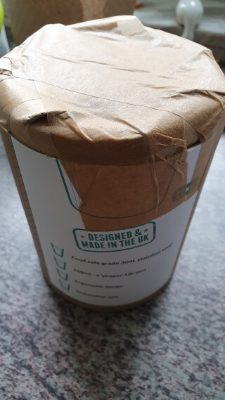 Unboxing: paper wrapping around a cardboard cylinder sealed with paper tape. Photo: ©Seas & Straws