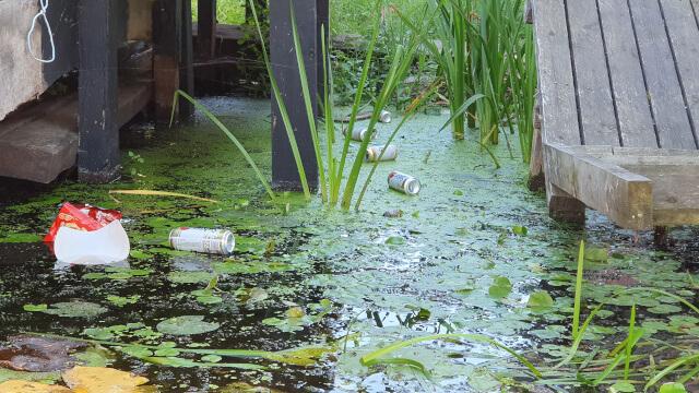 Someone had a few beer. Photos: ©Seas & Straws