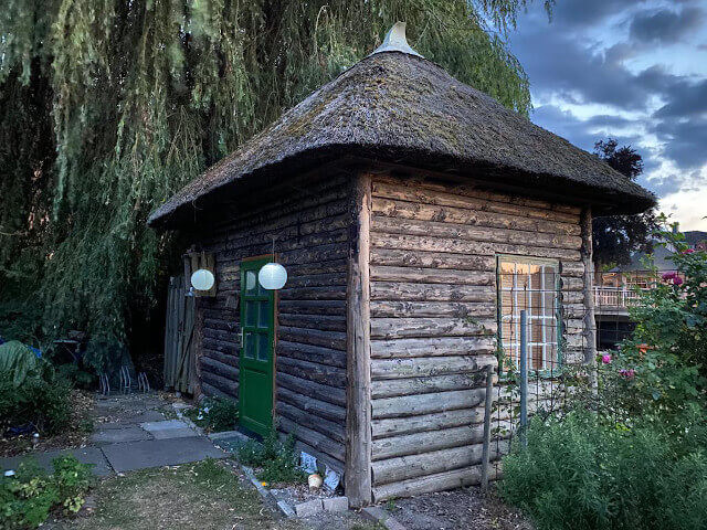 Wooden walls, thatched roof - our tiny house. Photo: ©Seas & Straws