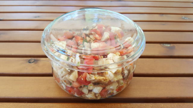 Glass can be used for hot and cold food. This one can even be put in the oven.
