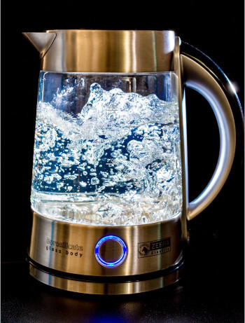 A kettle made of glass - plastic-free, toxin-free and stylish. Seas & Straws