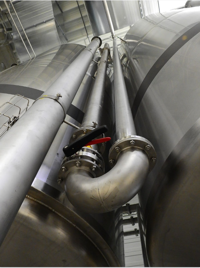 Stainless steel tanks and pipes