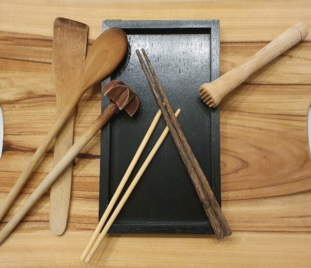 Wooden kitchen utensils. Photo: Seas & Straws