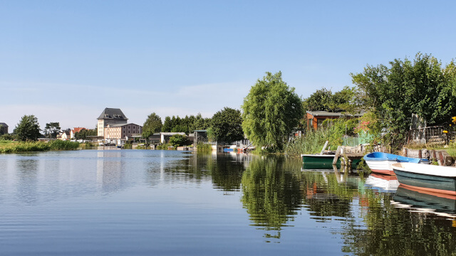 Weekend houses (each with their own boat) along the river bank. Photo: ©Seas & Straws